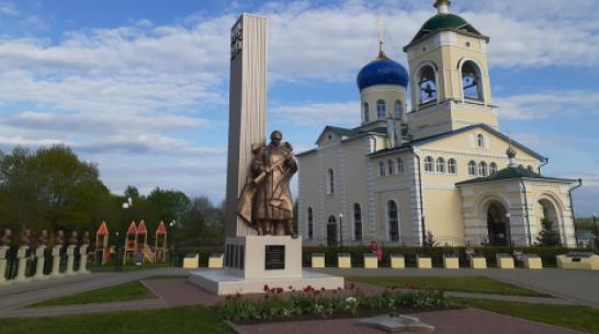 В селе Хохол увековечили память восьми участников Великой Отечественной войны