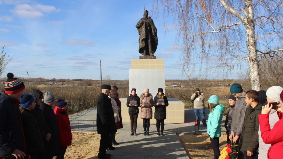 В таловском селе Орловка отремонтировали памятник на воинском захоронении №303