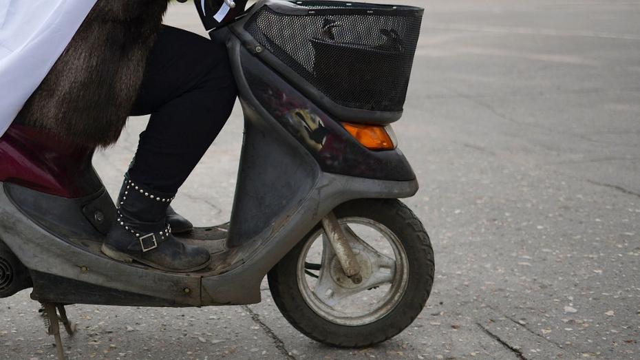 Скутерист получил смертельные травмы на улице 9 Января в Воронеже