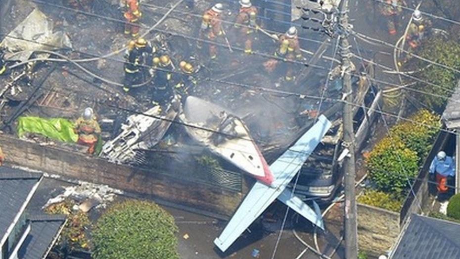 На жилую окраину Токио упал легкомоторный самолет