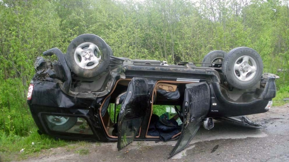 В Воронежской области при опрокидывании внедорожника погиб водитель