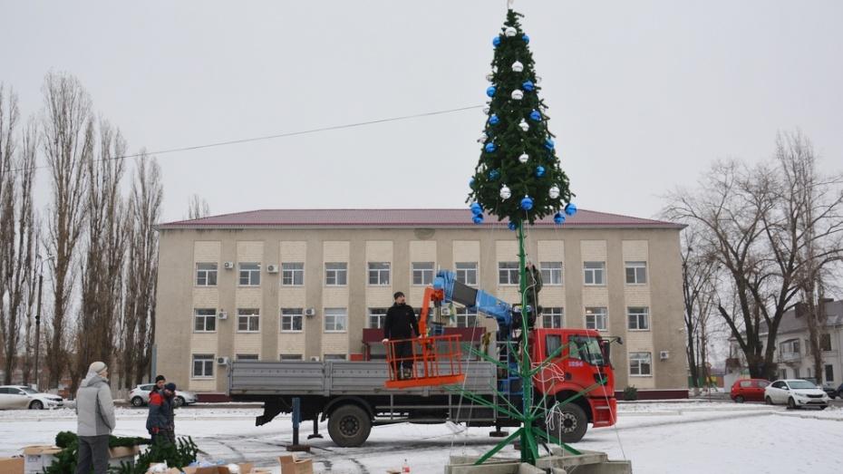 На главной площади Поворино в этом году впервые установят искусственную елку