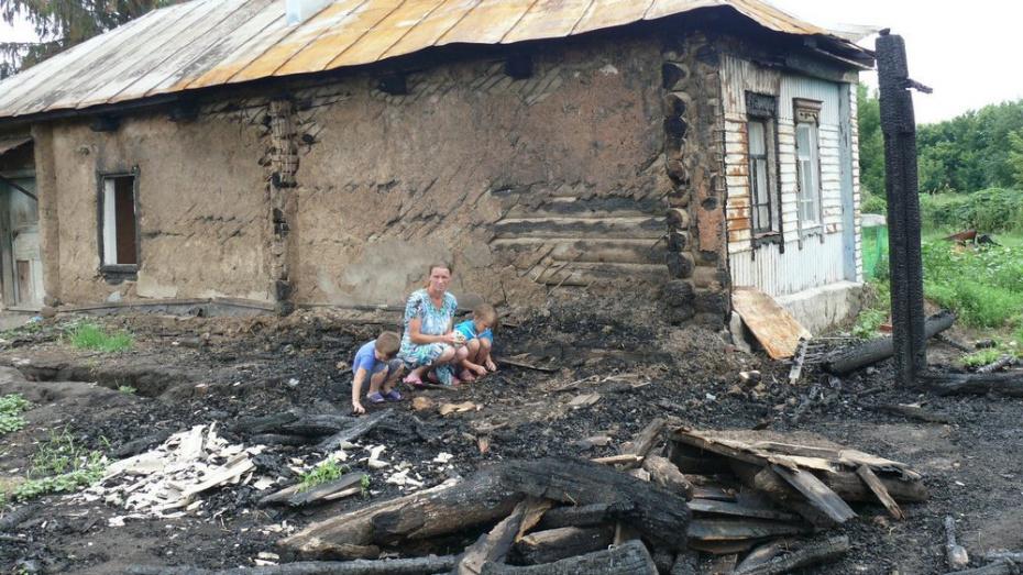 Грибановские журналисты объявили акцию помощи пострадавшей от пожара матери-одиночке