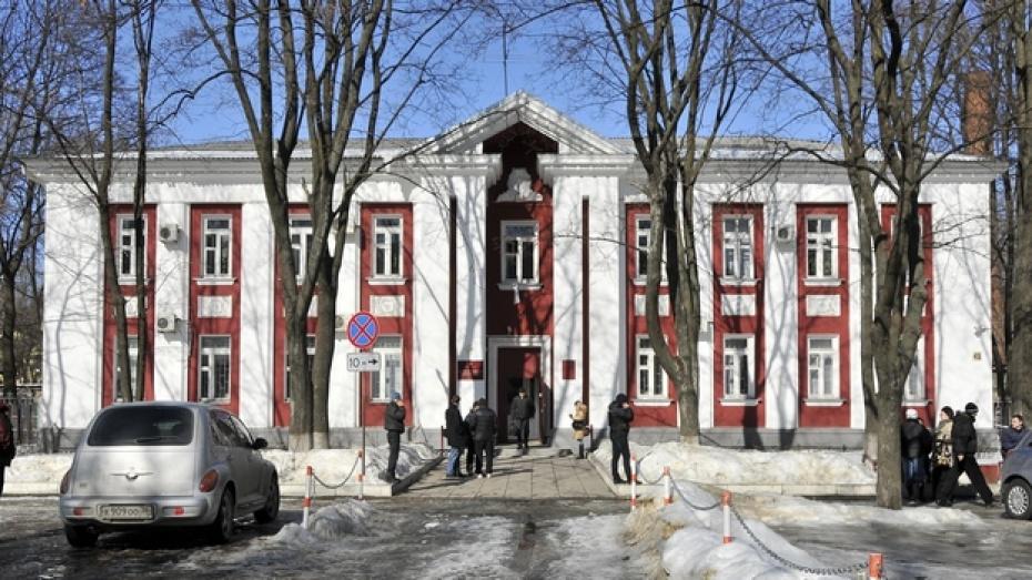 В Воронеже будут судить полицейского, сломавшего нос коллеге-участковому
