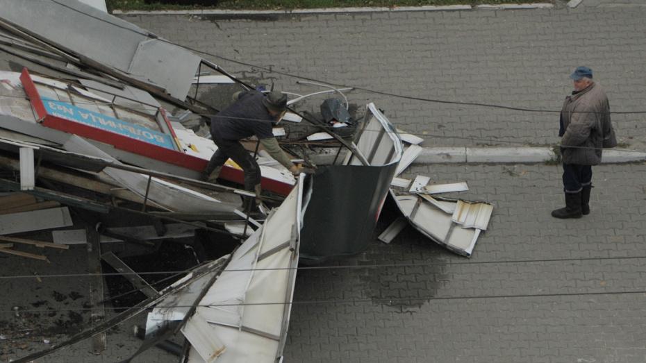 В Воронеже владельцы сами снесли 3 незаконных ларька