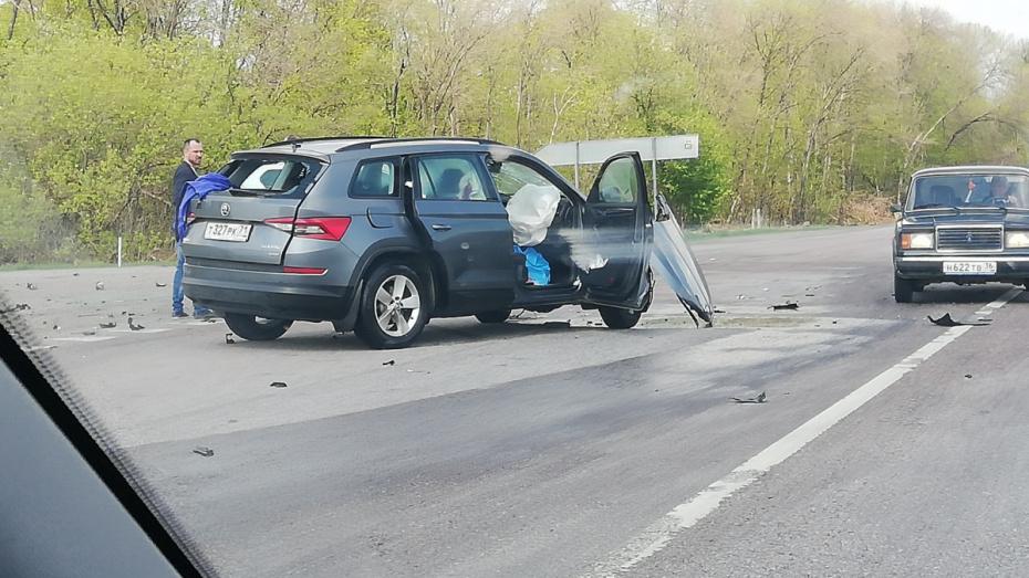 При столкновении автомобилей Toyota и Skoda в Воронежской области погиб 35-летний водитель