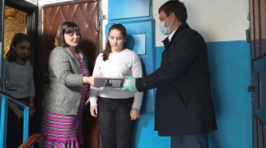 Команда ДСК помогла обеспечить воронежские семьи оборудованием для онлайн-обучения