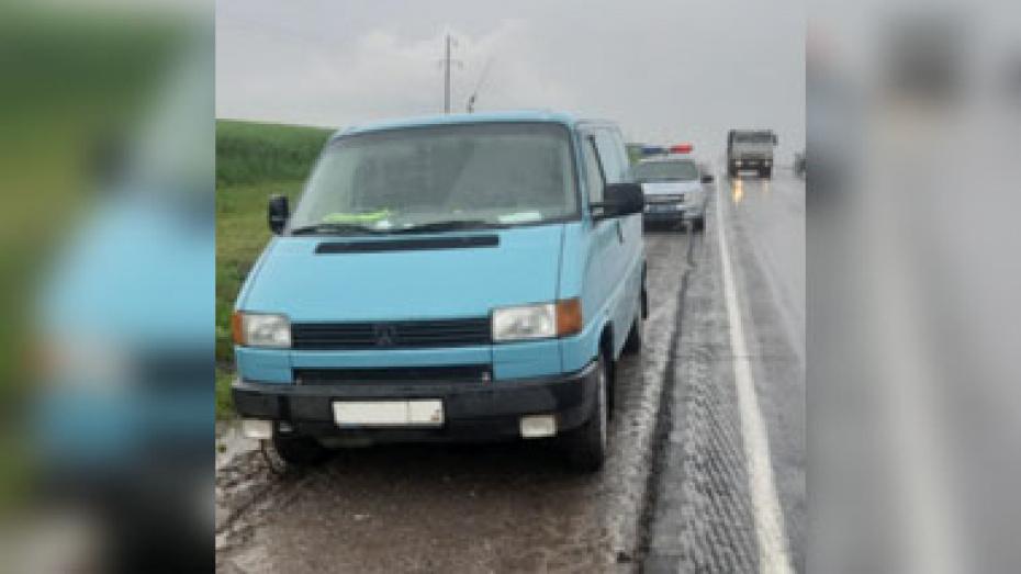 Под Воронежем у водителя во время движения по трассе случился инсульт