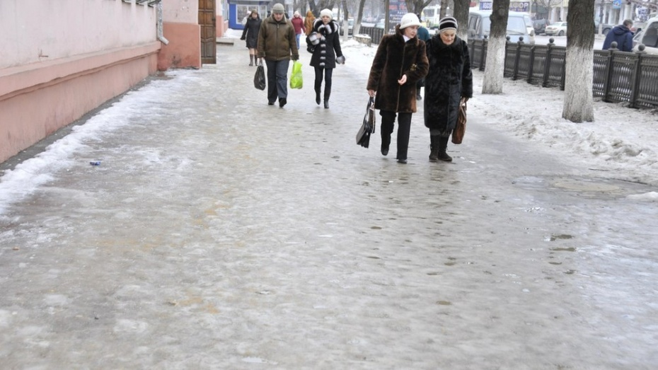 ВоронежскаяУК выплатит 70 тыс. руб. пенсионерке, которая упала нальду