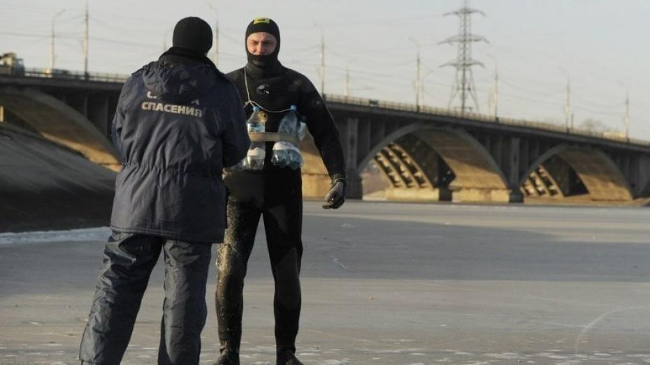 Cотрудники экстренных служб предупредили городских жителей отонком льде наВоронежском водохранилище