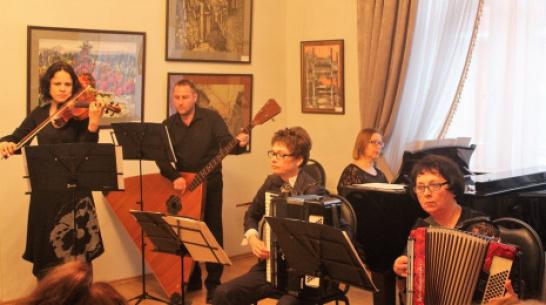 Борисоглебцев пригласили в картинную галерею на музыкальный вечер