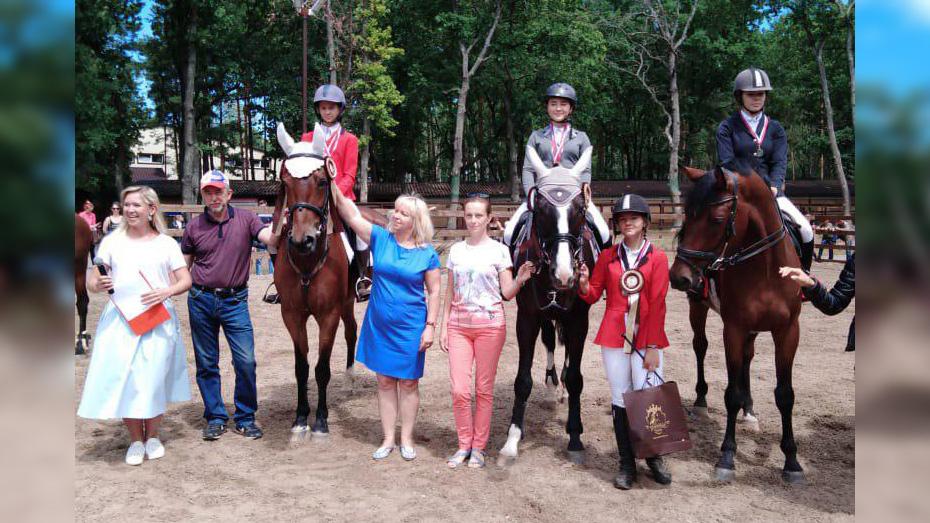 Павловчанки выиграли «золото» и 2 «серебра» на областном первенстве по конкуру