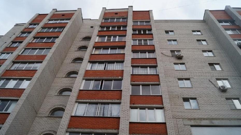 В Воронеже женщина выбросилась с 4 этажа из-за ухода любимого человека