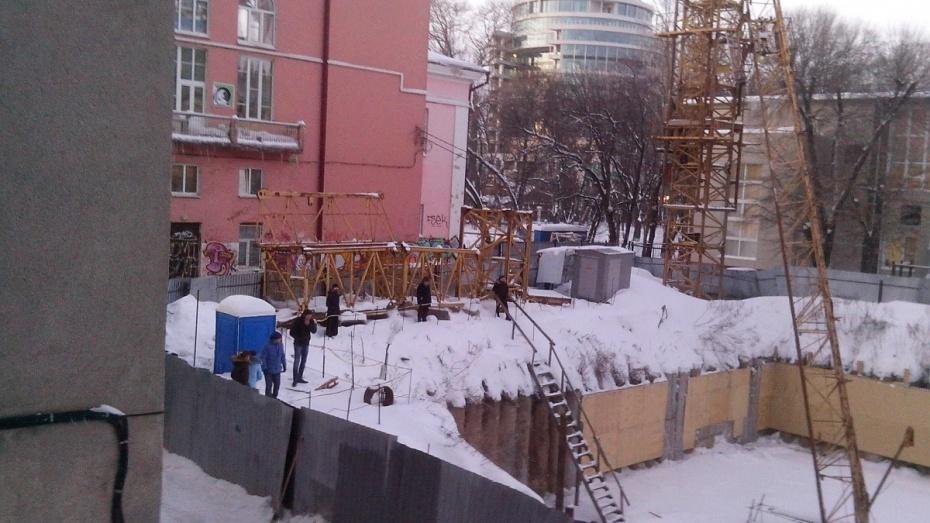 Пофакту падения стрелы башенного крана вцентре Воронежа возбуждено уголовное дело
