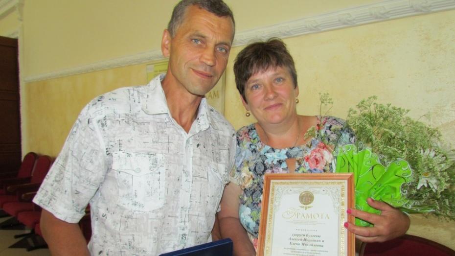 В Нижнедевицком районе медалью «За любовь и верность» наградили многодетных приемных родителей
