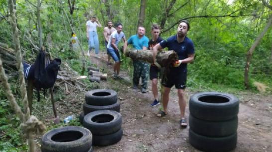 В Верхнем Мамоне молодежь по собственной инициативе очистила родник на реке Ольховка
