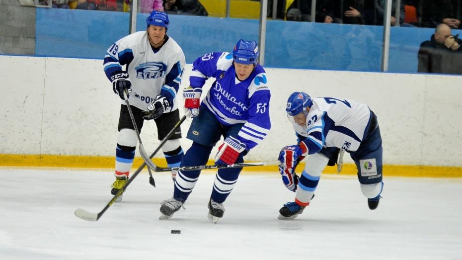 «Руки у них золотые». Ветераны хоккейных «Бурана» и «Динамо» сыграли в Воронеже