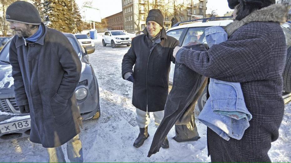 Волонтеры попросили воронежцев пожертвовать бездомным теплую одежду