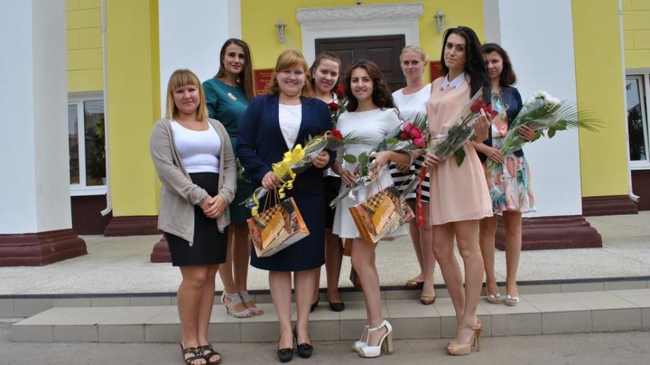 В семилукские школы пришли 9 молодых специалистов