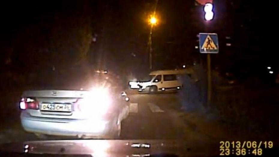 В Воронеже «Камаз» на полной скорости врезался в машрутку (ВИДЕО)