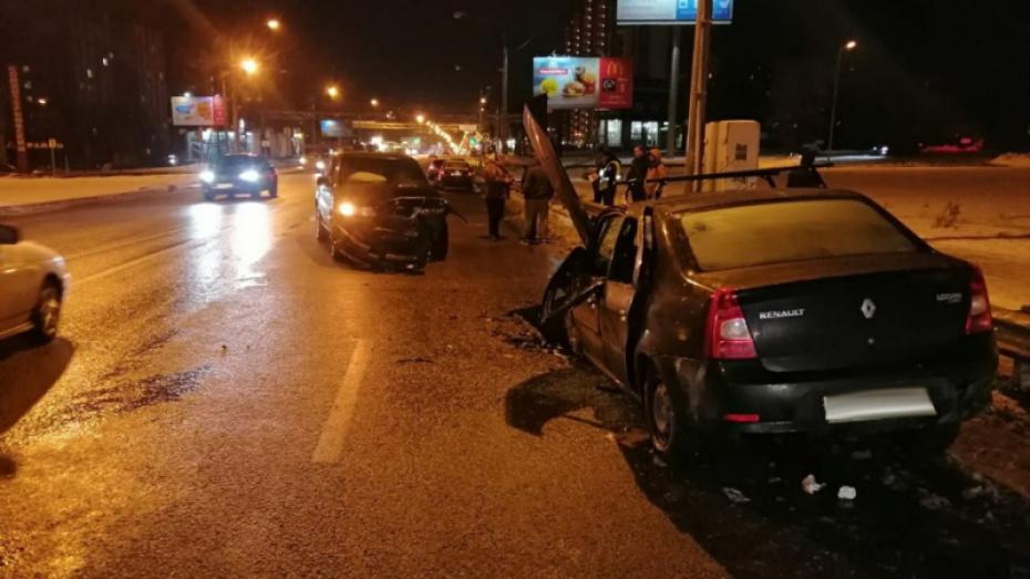 BMW X5 врезался в иномарку на встречке в Воронеже: 8 пострадавших