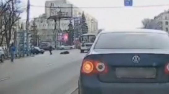 Маршрутка «уронила» старушку на пешеходном переходе в Воронеже