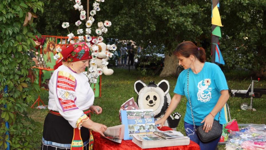 В Хохольском районе презентовали книгу о селе Яблочном