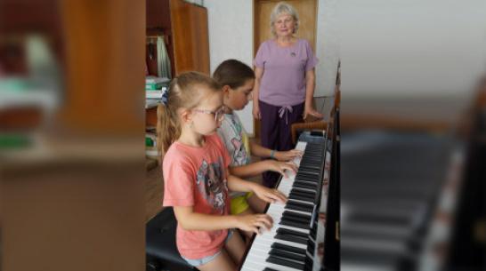 Хохольская детская школа искусств получила 4 новых пианино