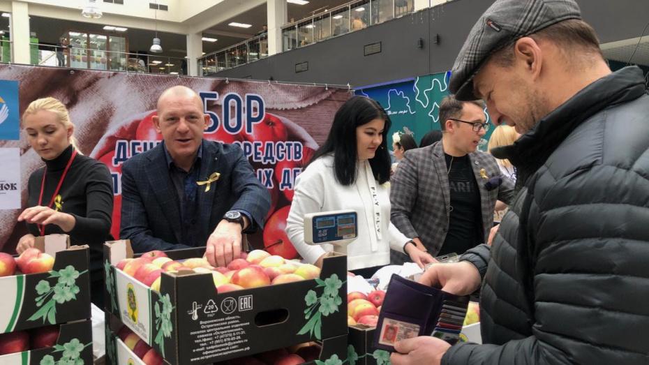 Воронежский олимпиец встал за прилавок ради сбора денег для онкобольных детей