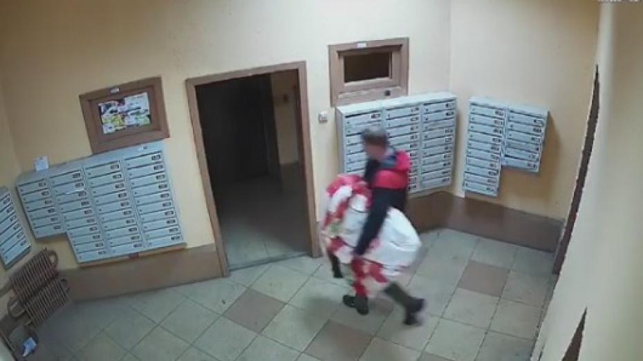 Дерзкий вор забрался в квартиру жительницы Воронежа, пока женщина спала
