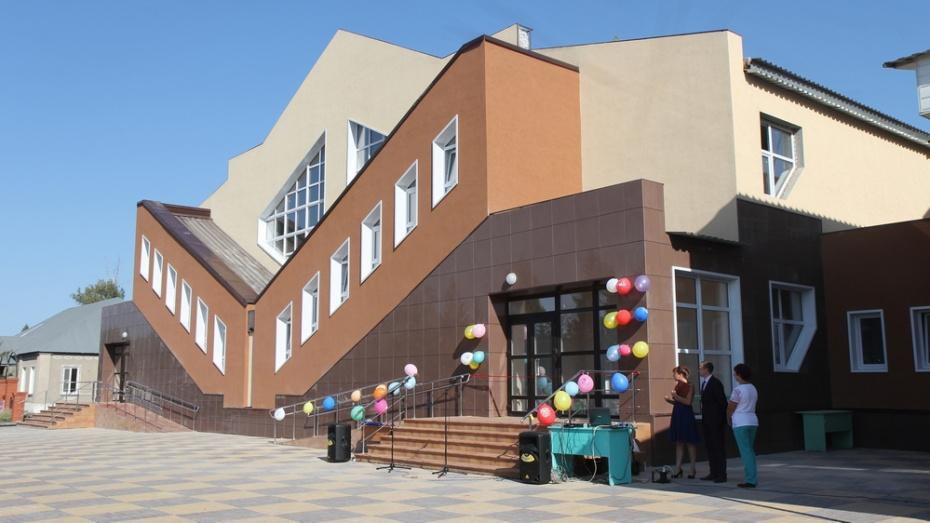 В бобровском селе Семено-Александровка открыли спорткомплекс за 56 млн рублей