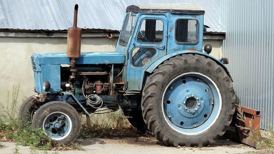 В Воронежской области при столкновении ВАЗа с трактором пострадали 3 человека