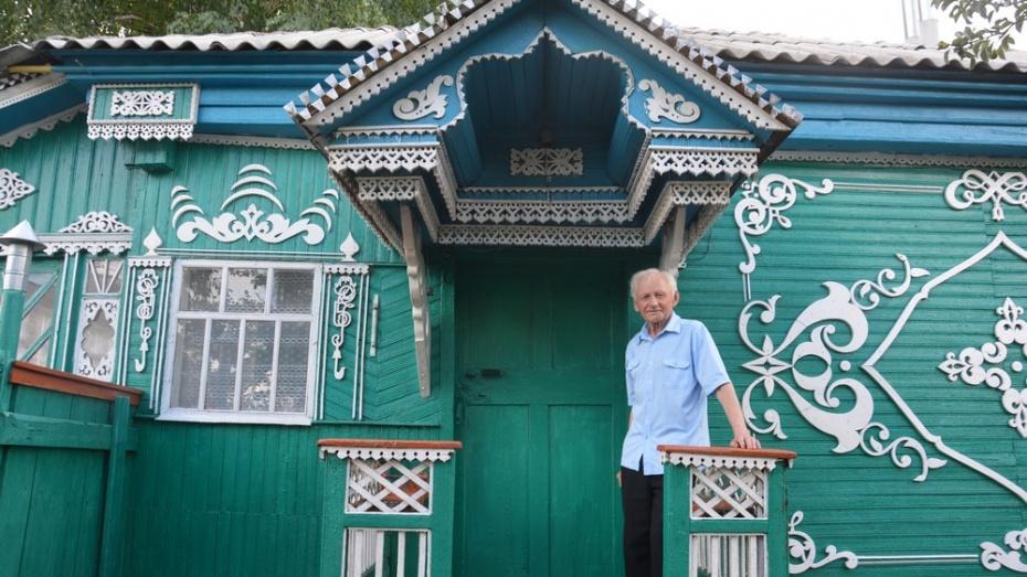 Поворинец Николай Селезнев за 57 лет изготовил более 100 резных деревянных изделий