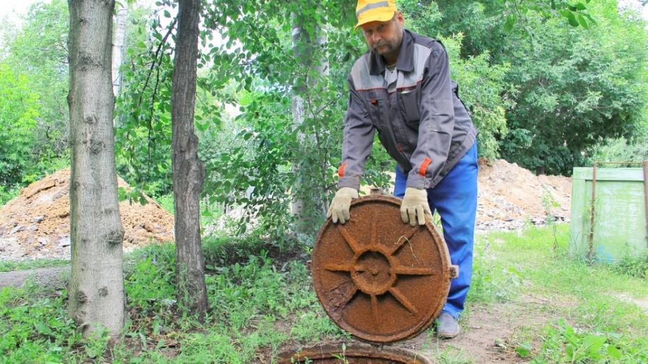 В Семилуках водопроводные трубы проложили внутри канализационных