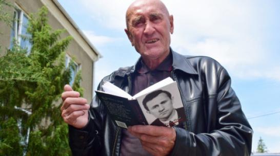 Грибановский поэт выпустил сборник «Вновь я посетил…»