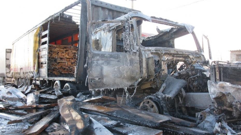 В Рамонском районе сгорела фура из Ингушетии