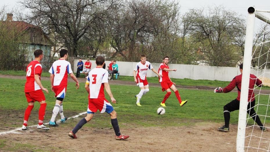 Панинские футболисты победили в четвертом туре областного турнира
