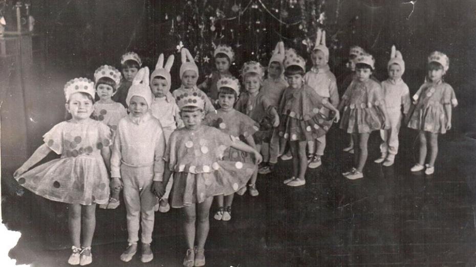 Сарафан с пластырем и корона с чеканкой. В каких костюмах воронежцы ходили на утренники