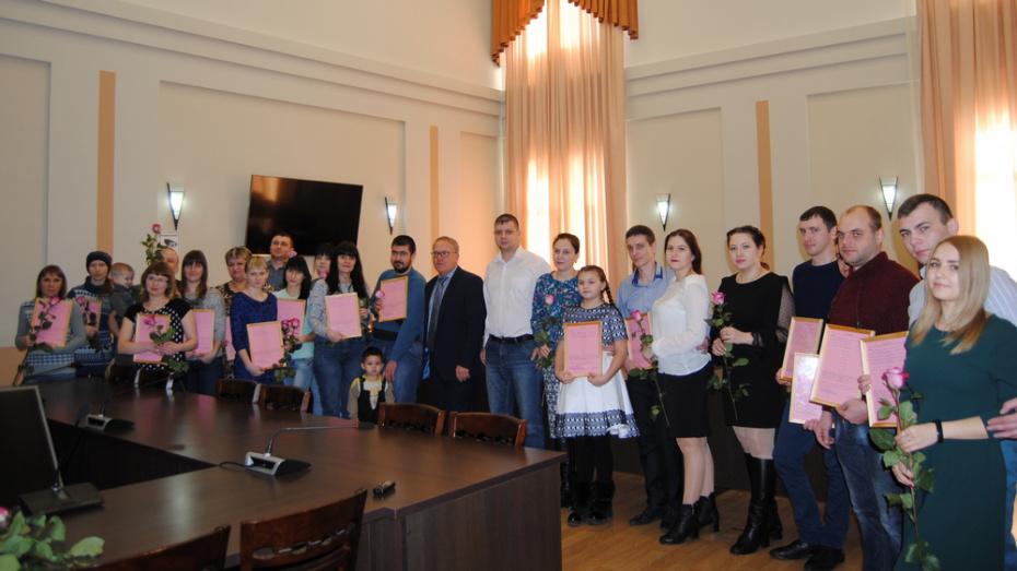 В Семилукском районе 18 семей получили жилищные сертификаты
