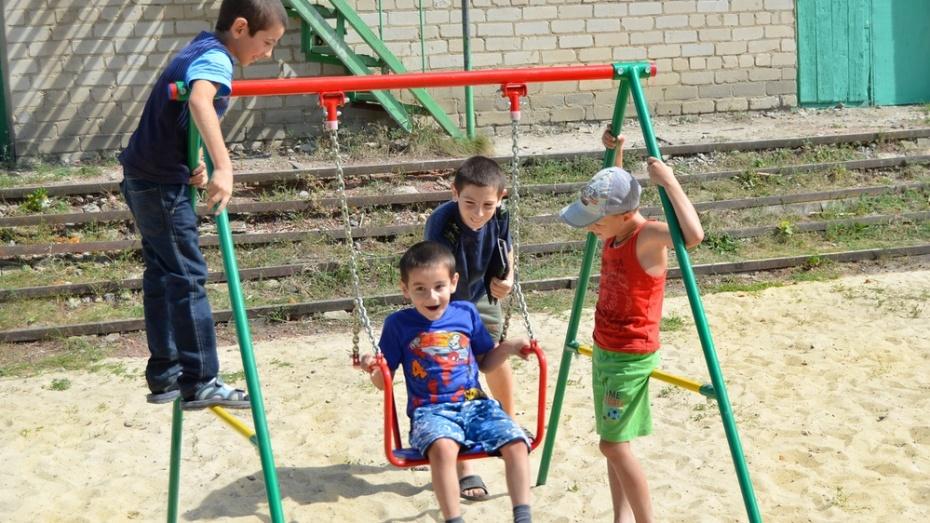 В семилукском Лосево появилась первая детская площадка