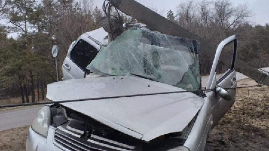 В Воронеже «Лада Приора» влетела в опору ЛЭП: пострадал водитель
