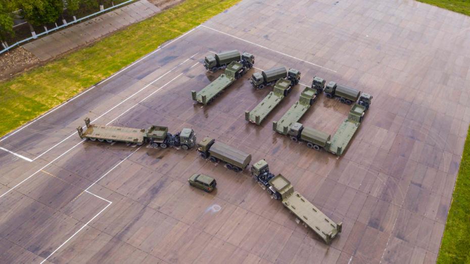 Воронежские военные отметили праздник автомобильных войск флешмобом с КамАЗами