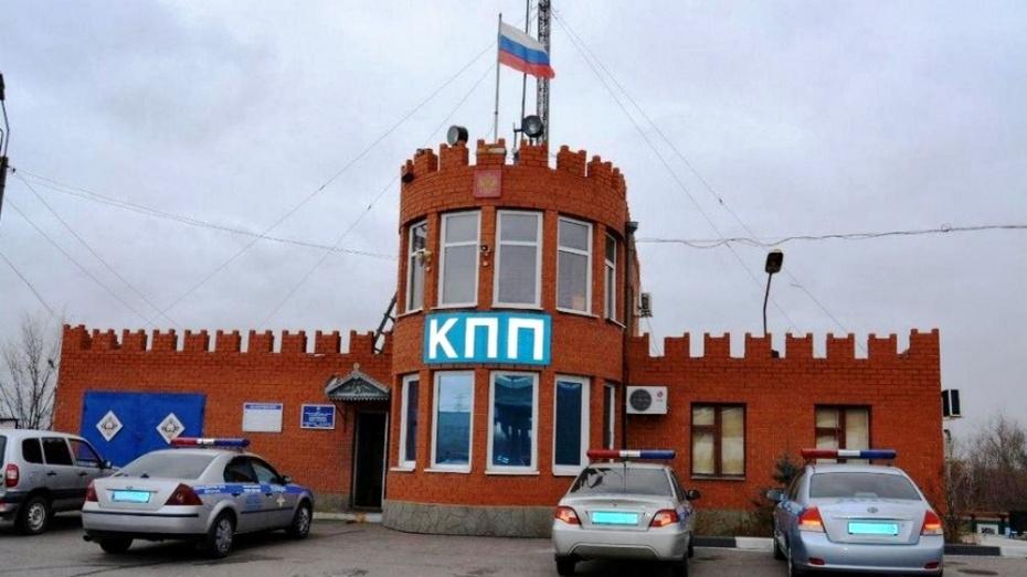 В Богучарском районе инспекторы ДПС помогли дальнобойщику