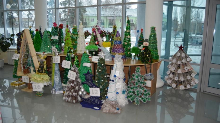 Россошанцы выберут самые оригинальные елки для Деда Мороза