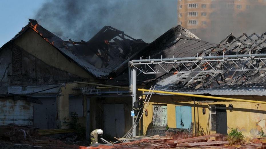 В Воронеже на улице Краснознаменной сгорел склад с морепродуктами
