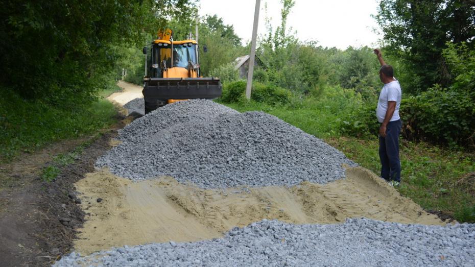 В Нижнедевицком районе на отсыпку сельских дорог щебенкой направят более 16 млн рублей