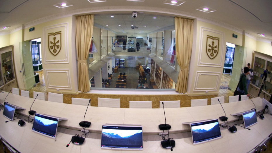 Белый зал Воронежского госуниверситета оснастили для приема ВИП-персон