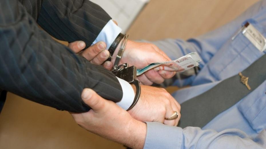 В Кантемировском районе водителя привлекли к уголовной ответственности за дачу взятки гаишнику
