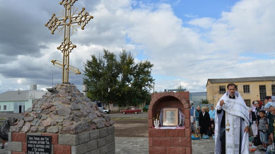 В богучарском селе Подколодновка установили поклонный крест