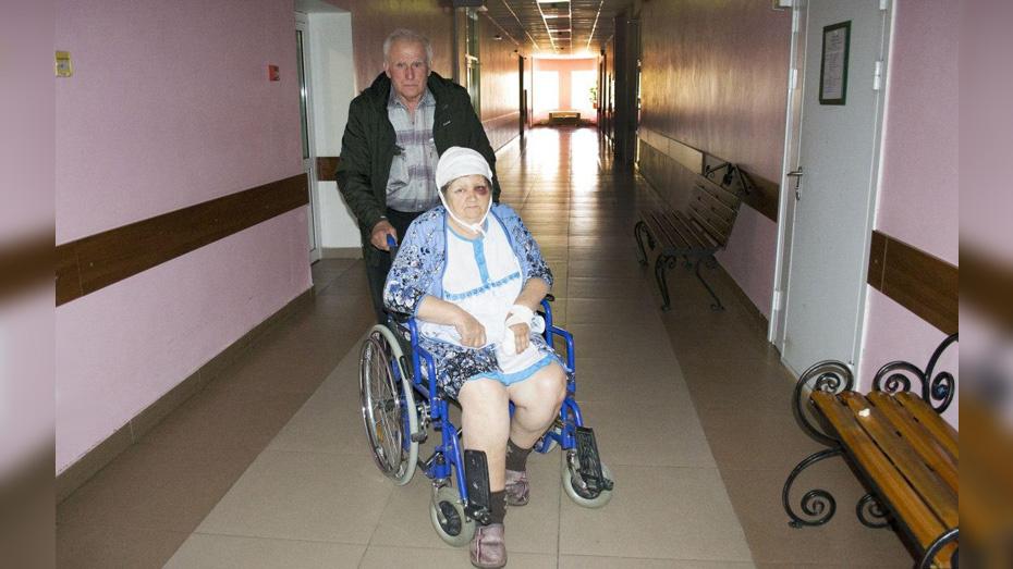В Воронежской области женщина с внуком попали в больницу после нападения соседа с вилами